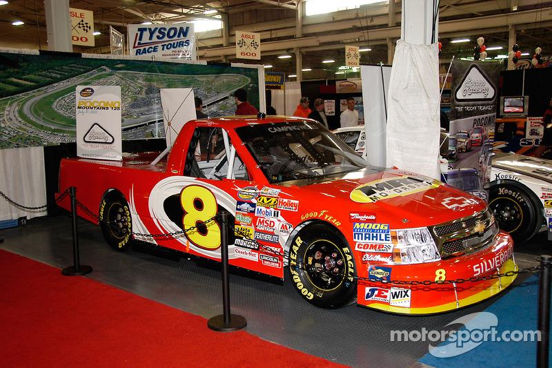 Un NASCAR Camping World Truck Series. Vous pouvez en voir partout aux Etats-Unis, comprenant Darlington, le grand-père de tous les NASCAR Speedways
