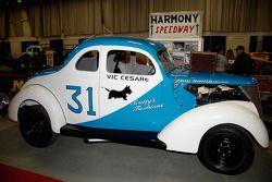 Vic Cesare in de #31, Harmony Speedway, een 5/8 mijl ovaal in New Jersey van 1963 tot 1972.