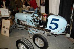 Lou Volk, Babe Bower en Art Cross reden in deze Midget, gebouwd door de gebroeders Weaver in 1937