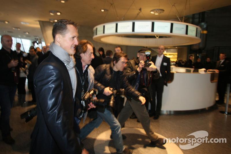 Michael Schumacher vor der Präsentation