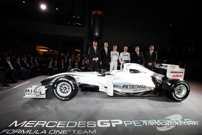 Ross Brawn, Dr. Dieter Zetsche, Nico Rosberg, Michael Schumacher, Norbert Haug y Nick Fry.