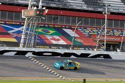 #13 Rum Bum Racing BMW M3 Coupe: Gianluis Bacardi, Matt Plumb passeert de finishvlag