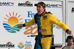 GS victory lane: racewinnaar Matt Plumb viert feest