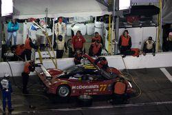 Arrêt aux stands pour #77 Doran Racing Ford Dallara: Memo Gidley, Fabrizio Gollin, Brad Jaeger, Dere