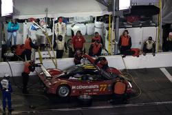 Pit stop for #77 Doran Racing Ford Dallara: Memo Gidley, Fabrizio Gollin, Brad Jaeger, Derek Johnston
