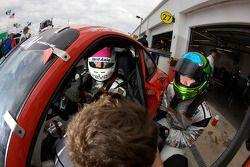 Rijderswisseltraining voor #64 JLowe Racing Porsche GT3: Jim Lowe, Eric Lux, Jim Pace, Tim Sugden, J