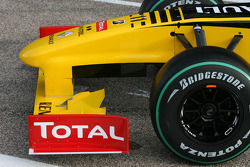 The new Renault R30 front wing