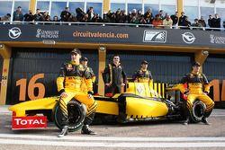 Robert Kubica, Testfahrer Jerome D'Ambrosio, Teamchef Eric Boullier, Testfahrer Ho-Pin Tung, Vitaly