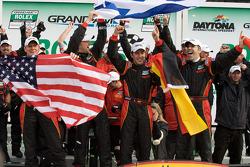 Victory lane: winnaar DP en algemeen Joao Barbosa, Terry Borcheller, Ryan Dalziel en Mike Rockenfell