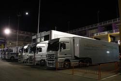 Mercedes tırıs padok, night