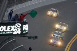 Départ: #18 TRG/ Guardian Angel Porsche GT3: Bob Doyle, Bruce Ledoux, David Quinlan, Tom Sheehan, Dan Watkins