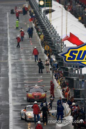 Pitstop #20 Matt Connolly Motorsports Porsche GT3: Christophe Lapierre, Jos Menten, Markus Palttala,