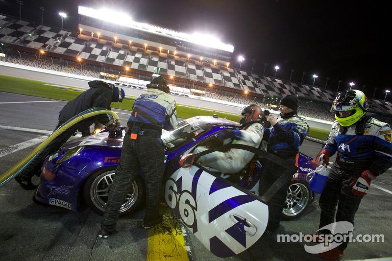 Arrêt aux stands pour #66 TRG Porsche GT3: Ted Ballou, Kelly Collins, Patrick Flanagan, Wolf Henzler