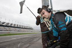 Les mécaniciens du Michael Shank Racing prêts pour un passage aux stands