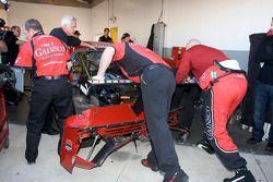 La #99 GAINSCO/ Bob Stallings Racing Chevrolet Riley sévèrement endommagée après l'accident de Jimmi