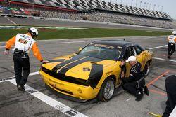 #5 TPN/Blackforest Racing Dodge Challenger: Ian James, Tom Nastasi in de pitstraattraat