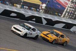 #29 Racers Edge Motorsports Mustang Boss 302R: Jade Buford, David Empringham, #15 Multimatic Motorsp