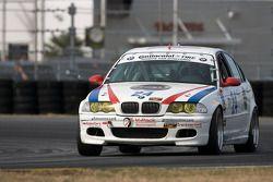 #24 V-Pack Motorsport BMW 330: Sam Schultz, Ari Straus