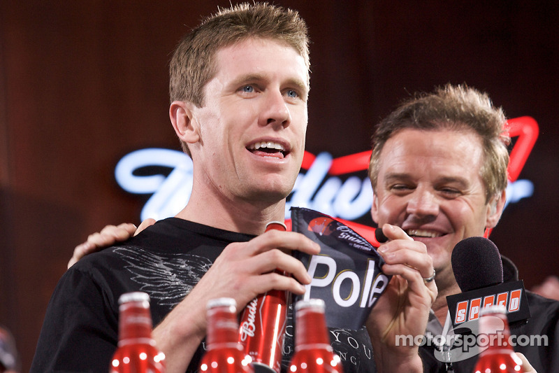 Carl Edwards, Roush Fenway Racing Ford, krijgt de pole