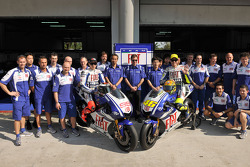 Valentino Rossi y Jorge Lorenzo presentan la nueva Yamaha YZR-M1