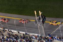 El Chevrolet de Kevin Harvick, Richard Childress Racing se lleva la bandera a cuadros