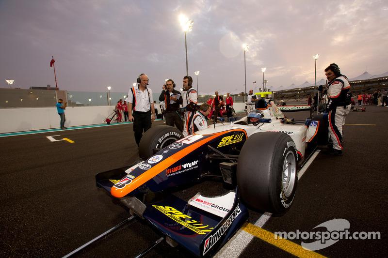 Charles Pic op pole position op de startopstelling