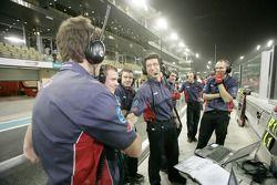 Arden International team viert pole Charles Pic