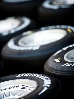 Llantas y logotipos de Bridgestone