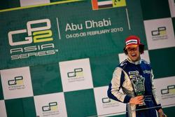 Davide Valsecchi celebra su triunfo con Michael Herck y Giacomo Ricci