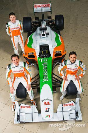 Adrian Sutil con su compañero de equipo en Force India F1, Vitantonio Liuzzi, y Paul Di Resta tercer