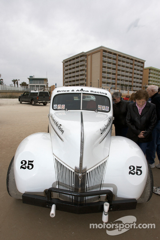 Levende legenden van de autosport strandparade