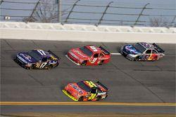 Matt Kenseth, Roush Fenway Racing Ford, Kasey Kahne, Richard Petty Motorsports Ford, Jeff Gordon, He