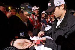 Jeff Gordon, Hendrick Motorsports Chevrolet firma autógrafos