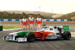 Vitantonio Liuzzi, Force India F1 Team avec Paul di Resta, Test Driver, Force India F1 Team et Adrian Sutil, Force India F1 Team