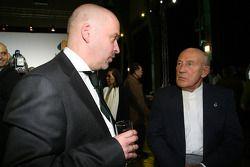 Mike Gascoyne, oficial técnico en jefe de Lotus F1 Racing y Sir Stirling Moss