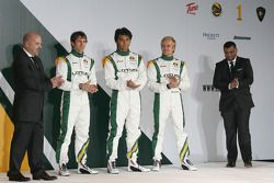 Mike Gascoyne, oficial técnico en jefe de Lotus F1 Racing, Jarno Trulli, Fairuz Fauzy, Heikki Kovala