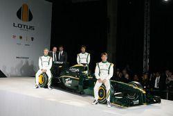 Heikki Kovalainen, Mike Gascoyne, Lotus F1 Racing Chief Technical Officer, Tony Fernandes, Malaysia