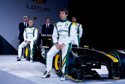 Los pilotos de Lotus, Heikki Kovalainen, Jarno Trulli y Farius Fauzy