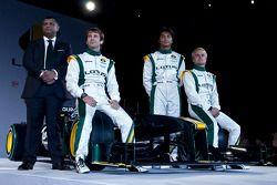 El presidente ejecutivo, Tony Fernandes, Jarno Trulli, Heikki Kovalainen, y Fairuz Fauzy