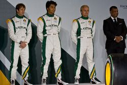 Jarno Trulli, Farius Fauzy, Heikki Kovalainen y Tony Fernandes