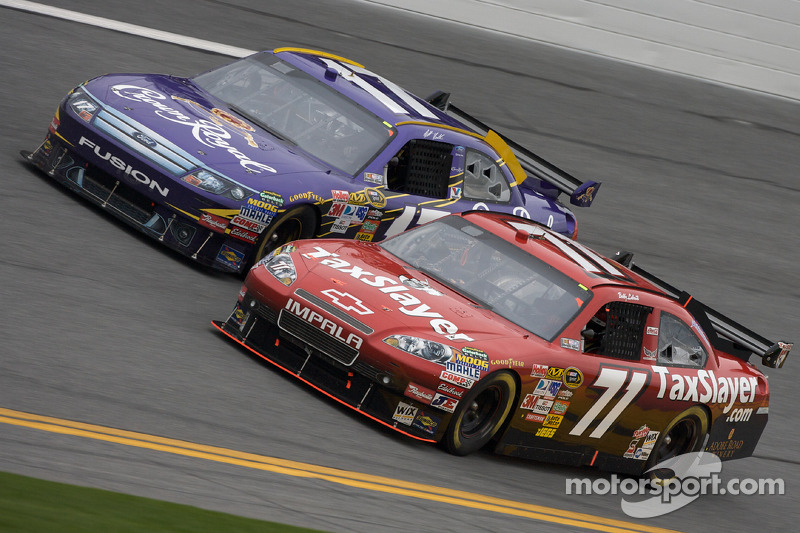 Bobby Labonte, TRG Motorsports Chevrolet y Matt Kenseth, Roush Fenway Racing Ford