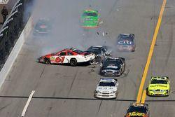 Accident entre Josh Wise, Colin Braun et Scott Lagasse Jr.