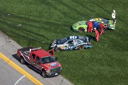 Colin Braun en Stanton Barrett after the crash