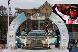 Podio: Armindo Araujo y Miguel Ramalho, Mitsubishi Lancer Evo X, Ralliart Italy