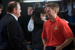 Ontbijten met de kampioen: 2010 Daytona 500 winnaar Jamie McMurray met teameigenaar Chip Ganassi