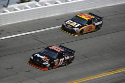 Denny Hamlin, Joe Gibbs Racing Toyota, Jeff Burton, Richard Childress Racing Chevrolet