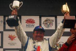 Podium: Garry Holt avec le trophée