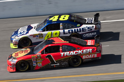 Jamie McMurray, Earnhardt Ganassi Racing Chevrolet, y Jimmie Johnson, Hendrick Motorsports Chevrolet