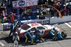 Arrêt au stand de Marcos Ambrose, JTG Daugherty Racing Toyota