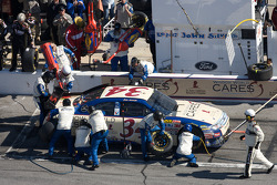 Parada en pits para John Andretti, Front Row Motorsports con Yates Racing Ford